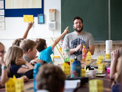 SHADES TOURS Schule